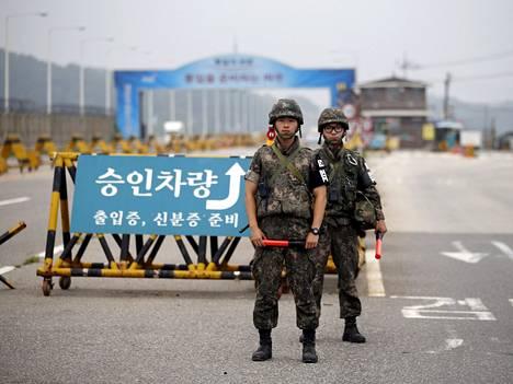Pohjois- ja Etelä-Korean rajan tapahtumat nousevat usein uutisiin.  Sen sijaan Pohjois-Korean pohjoinen raja Kiinan kanssa saa vähemmän julkisuutta, vaikka suuri osa loikkareista pakenee sitä kautta.