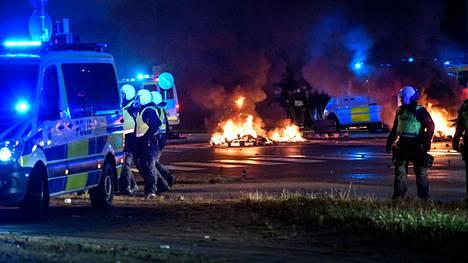 Mielenosoitukset alkoivat Malmössä perjantai-iltana ja jatkuivat myöhään yöhön.