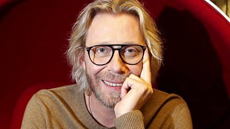 Kimmo Vehviläinen viihtyi sinkkuna muutaman vuoden, ennen kuin tapasi naisystävänsä Petran.