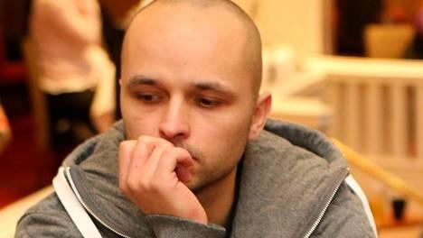 Matias Knaapinen oli voitokas Midnight Sun -pokeriturnauksessa.