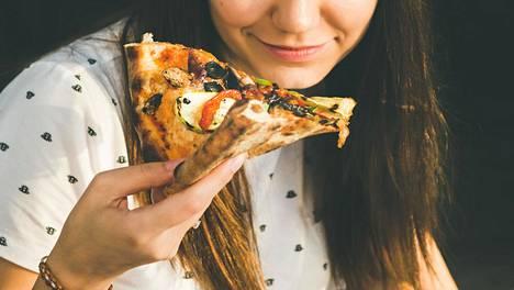 Pizzat ja hampurilaisateriat sisältävät paljon enemmän kaloreita kuin perinteiset suomalaisateriat.