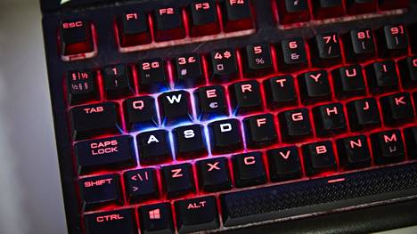 Länsimaissa ollaan totuttu pelaamaan tietokoneilla ja konsoleilla, joita löytyy lähes joka kodista. Muualla tilanne on toinen.
