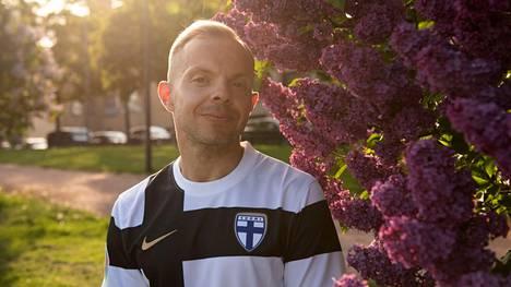 Uniikki kertoo odottaneensa 40 vuotta, että Suomi pelaisi jalkapallon miesten arvokisoissa. Lauantaina Uniikki aikoo katsoa ystäviensä kanssa Huuhkajien ensimmäistä EM-peliä samalla, kun he juhlistavat hänen 40-vuotisjuhliaan.