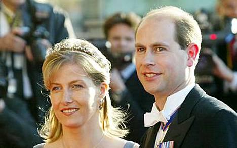 Prinssi Edwardin vaimo, Wessexin kreivitär Sophie synnytti maanantai-iltana poikavauvan.