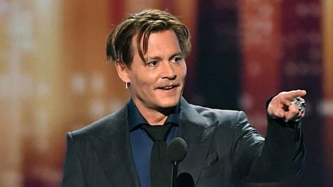 Näyttelijä Johnny Depp vastaanotti suosituin elokuvaikoni -palkinnon Los Angelesissa tammikuussa järjestyssä People's Choice -gaalassa.