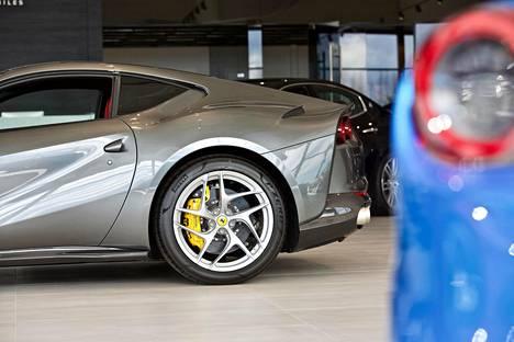 Kyllä Suomesta rahaa löytyy, sanoo autokauppias.