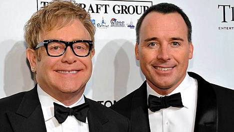 Elton John ja David Furnish haluavat toisen lapsen.