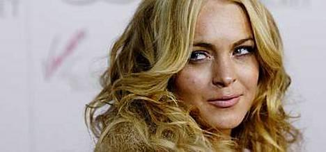 Lindsay Lohanilla on meneillään vaikea jakso elämässä. Tähti kirjoittautui vieroitusklinikalle maanantaina.