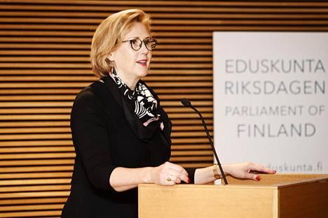 Varapuhemies Tuula Haatainen (sd) järjesti seminaarin edistääkseen ja lisätäkseen kunniaväkivallasta käytävää keskustelua.