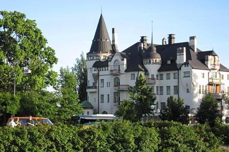 Satulinna Keski-Euroopassa? Ei, vaan Imatran valtionhotelli.