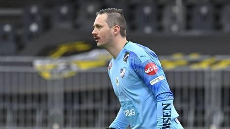 Oskari Forsman nousi Maarianhaminassa liigan maalivahtieliittiin.