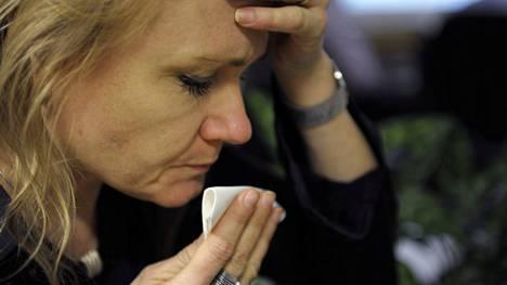 Ohjeistus on selvä: lieväoireisena sairastetaan kotona, ja kotoa poistutaan vasta yhden oireettoman päivän jälkeen. Jos oireet ovat pahat tai pitkittyneet, testiin voi hakeutua entiseen malliin.