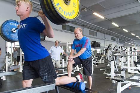 Hannu Rautalalla tuli tänä vuonna täyteen 70 ikävuotta ja 50 valmennusvuotta. Eläköityminen kiekkoilijoiden valmennuksesta ei ole vielä ajankohtaista.
