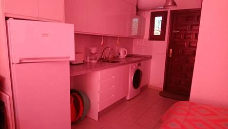 Sisäkuva asunnon keittiöstä.