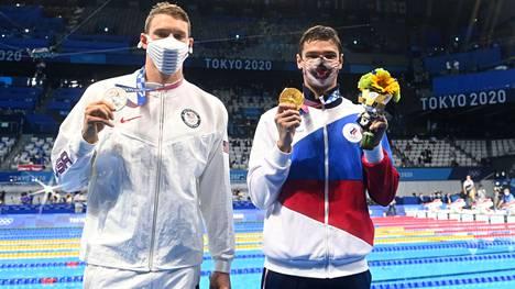Yhdysvaltain Ryan Murphy (vas.) laukoi ilmoille dopingepäilyjä, joiden arveltiin kohdistuvan Venäjän Jevgeni Ryloviin (oik.).