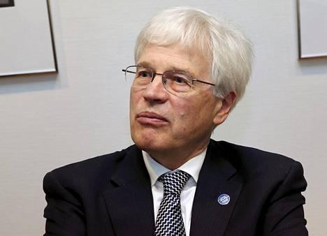 Bengt Holmströmin mukaan eläkkeitä pitää voida leikata.