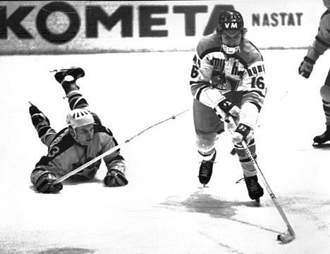 Koivulahti (oik.) edusti Suomessa vain kasvattajaseuraansa Tapparaa. Lisäksi hän piipahti Itävallassa Klagenfurtissa kaudella 1979–80.