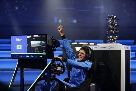 Igor Fraga voitti tammikuun lopulla ajetut McLaren Shadow -finaalit. Voitosta hän sai paikan McLarenin simulaattorikuljettajatiimistä.