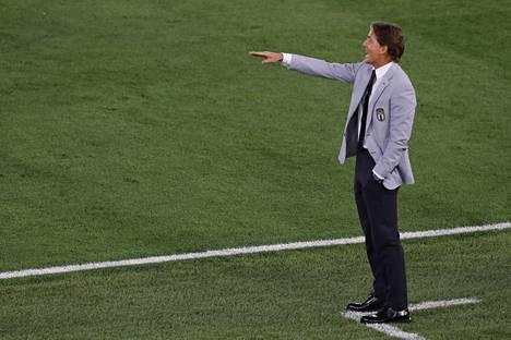 Italian Roberto Mancini ei petä pukeutumisellaan.