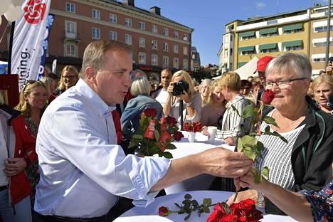 Nykyinen pääministeri Stefan Löfven pitää mahdollisena yhteistyötä porvarileirin keskustan ja liberaalien kanssa, jos punavihreästä blokista tulee suurempi kuin porvariblokista.