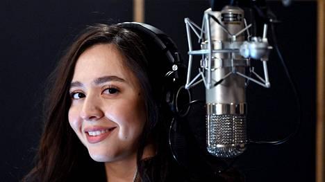 Manizha-nimellä esiintyvä Manizha Sangin on joutunut Venäjällä kovan ryöpytyksen kohteeksi.