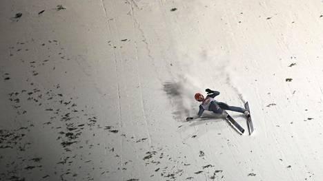 Saksalaishyppääjän jalka vääntyi tuskaisen näköisesti – mäkiennätys helisi Zakopanen hurjassa joukkuemäessä
