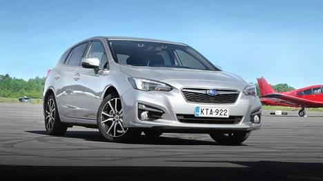 """Subarun jälleenmyyntiarvo oli seitsemättä kertaa tutkitusti paras """"valtavirran"""" autoluokassa. Kuvassa Impreza."""