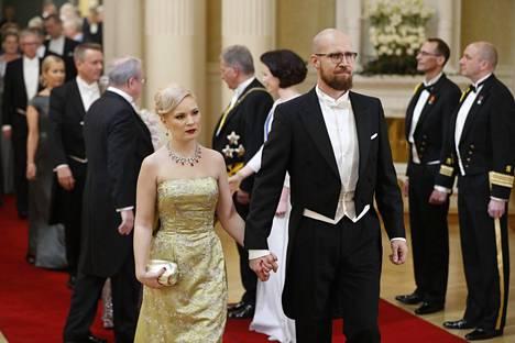 Vihreiden ex-puheenjohtaja Touko Aalto vietti Linnassa iltaa puolisonsa Iris Flinkkilän kanssa.
