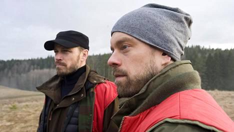 Peter Franzén ja Joonas Saartamo ovat Jättiläisen päärooleissa.