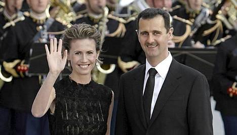 Bashar al-Assad ja vaimo Asma osallistuivat vuonna 2008 EU-Lähi-itä-kokouksen illalliselle Pariisissa.