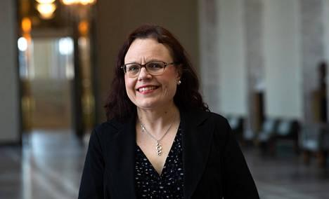 Kansanedustaja Mia Laihon (kok) mukaan ammattilaisten näkökulmasta oli alusta asti selvää, että koronavirukseen täytyy suhtautua tiukasti ja pyrkiä estämään sen leviäminen.