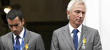 Giovanni van Bronckhorst ja Bert van Marwijk ovat nyt ritareita.