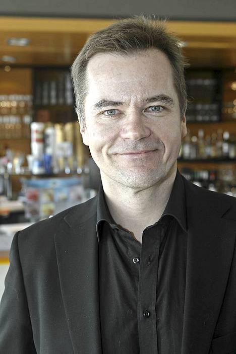Palkittu Carl-Kristian Rundman on jo hyvästellyt tv-roolin Tapio Mikkosena ja palannut näyttämölle. - Aika aikansa kutakin ja kohti uusia haasteita!