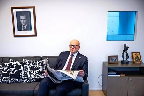Mikko Hautala lukee mielellään vapaa-ajalla. Hän on suunnitelmallinen ja säntillinen lukuharrastuksessaankin: kirjat tukevat työtehtäviä.