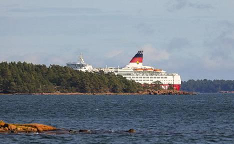 Pohjakosketuksen jälkeen Amorella ohjattiin tarkoituksella lähelle Järsön saaren rantaa, jotta alusta uhannut uppoaminen voitaisiin välttää.
