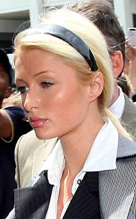 Paris Hiltonin 23-päiväinen vankilatuomio loppui lyhyeen.