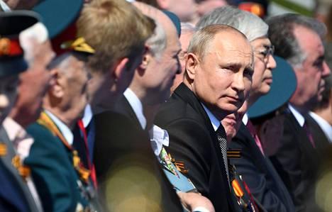 Presidentti Vladimir Putin seurasi paraatia.