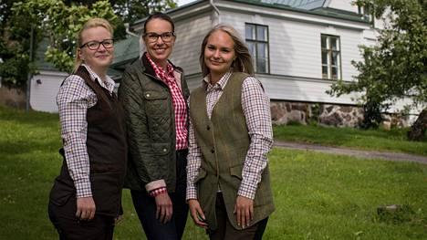 Sanna Koskinen, Leila Heijola ja Mireka Kantanen perustivat naisille tarkoitetun Backaksen Erädaamit -metsästysseuran maaliskuussa.