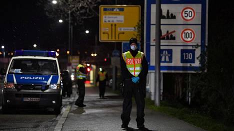 Saksalainen poliisi partioi Ranskan vastaisella rajalla 12. maaliskuuta 2020.