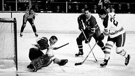 Jean Beliveau voitti pelaajana kymmenen Stanley Cupia. Kuva on vuoden 1967 ensimmäisestä finaaliottelusta Torontoa vastaan.