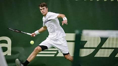 Upeaa! Otto Virtanen eteni poikien nelinpelifinaaliin Wimbledonissa