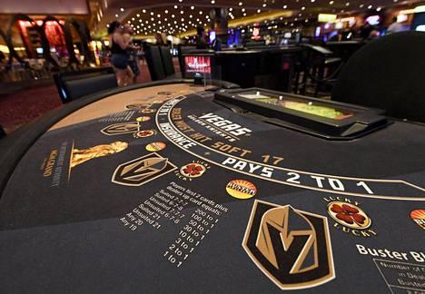 Golden Knightsin logo on näkynyt pokeripöydissä ja hotellin näyttötauluilla.