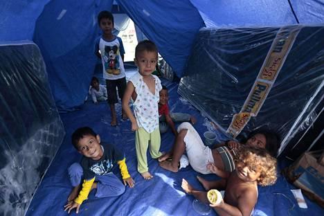 Arviolta 25 000 jäi järistyksen jäljiltä kodittomiksi ja asuu nyt tilapäisessä telttamajoituksessa.