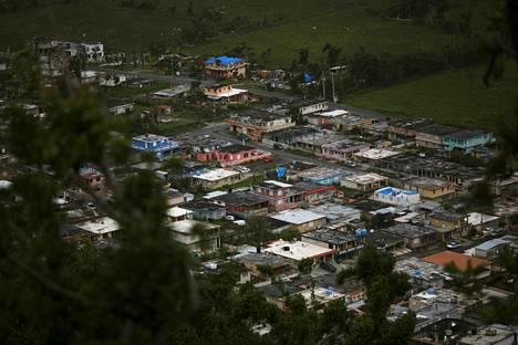 Hurrikaani Maria aiheutti valtavia ongelmia Puerto Ricon sähkön- ja vedenjakelussa. Kuva Yabucoan kaupungista.