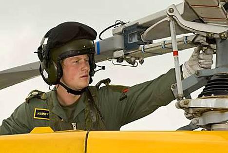 Prinssi Harry ohjaisi Afganistanissa kuljetus- tai taisteluhelikopteria.