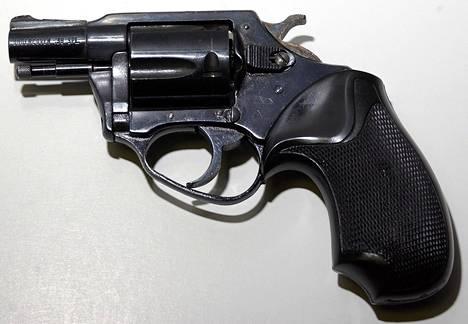 Tällä aseella John Lennon ammuttiin.
