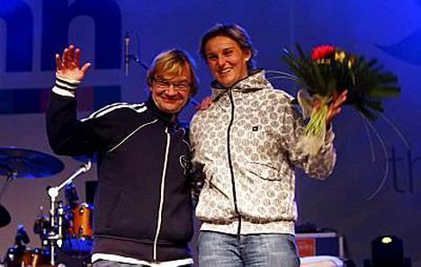 Antero Mertaranta pääsi kunniavieraaksi Tshekin olympiavoittajan Barbora Spotakovan kunniaksi järjestettyihin kansanjuhliin.