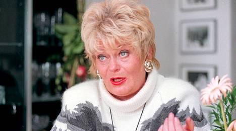 Marja-Leena Sukula kuvattuna kotonaan vuonna 1994.