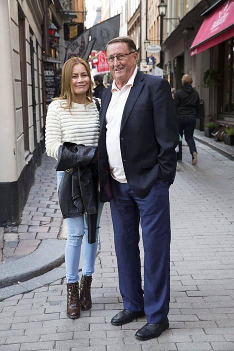 Curt Lindström ei ole yrityksistään huolimatta saanut puolisolleen oleskelulupaa Ruotsiin.