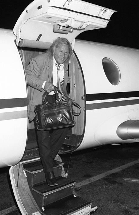 Peter Nygård saapui yksityiskoneella Suomeen syys-lokakuun vaihteessa 1987.
